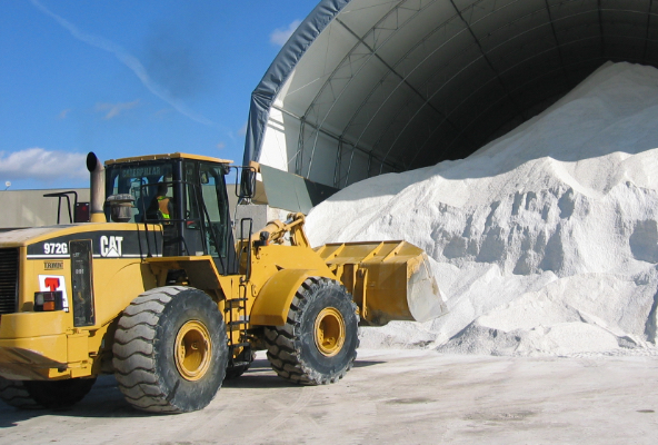 Truck Shoveling Salt at Draglam Salt